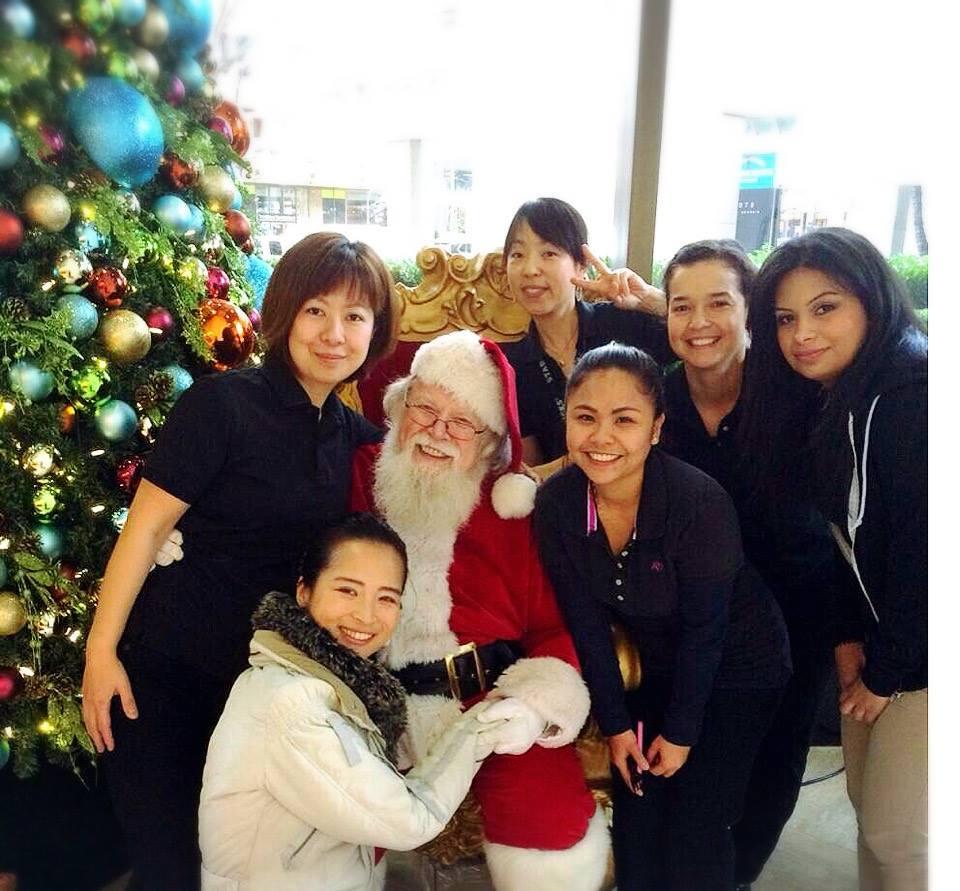 マネージャを一人店に残し、サンタに会いに行ったスタバガールズたち。