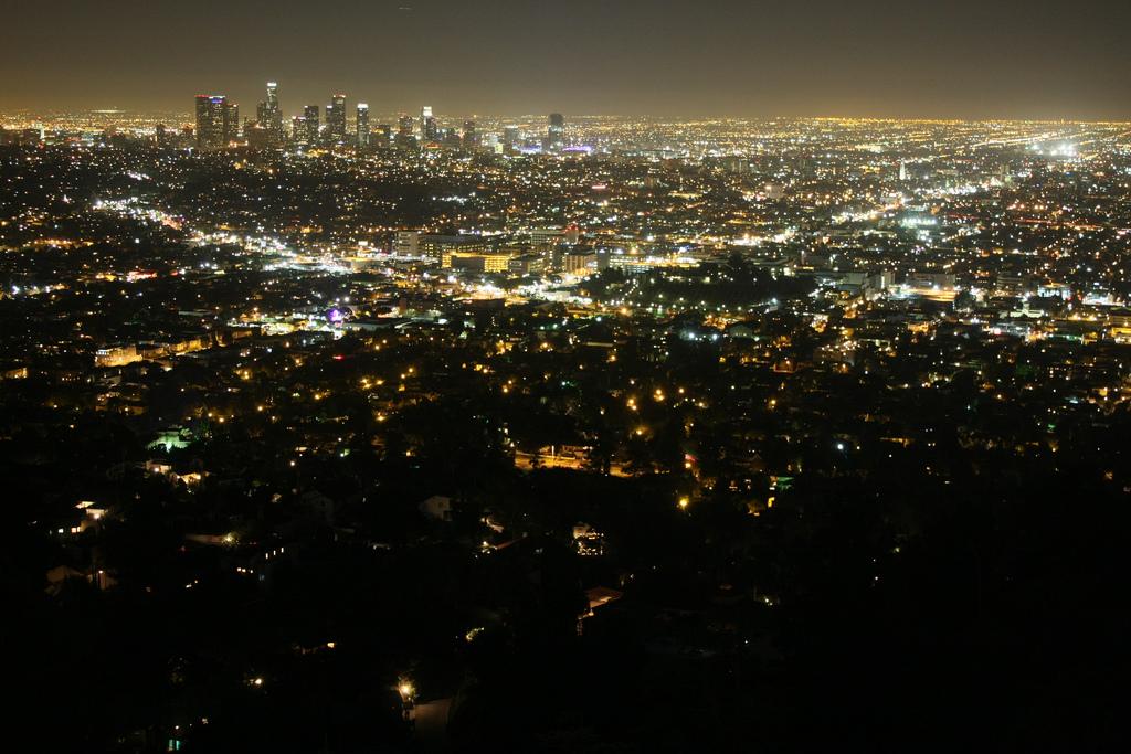 映画で二人が踊りまくっていた、グリフィス天文台からの夜景。